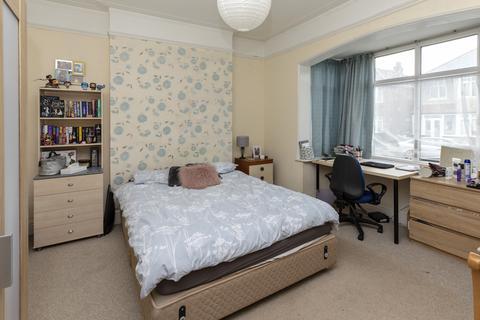 2 bedroom flat to rent - 2 BED STUDENT FLAT- 5 MIN WALK TO UNI -2020