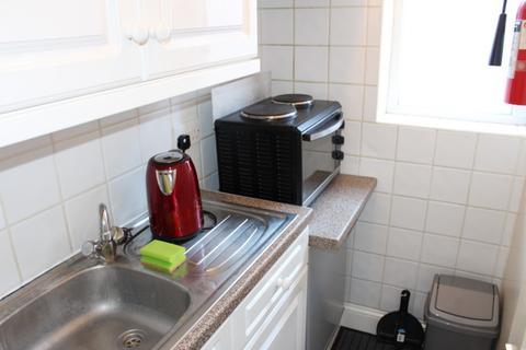 Studio to rent - Room 2 , 21 Hampden Road