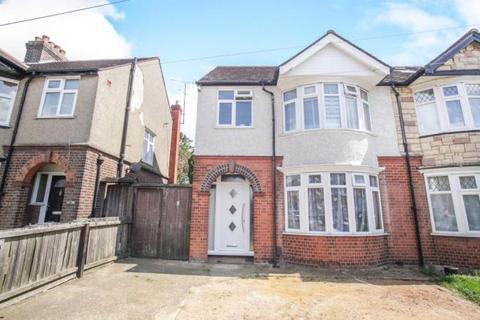 3 bedroom semi-detached house to rent - Rutland Cresent, St Anns Hill, Tin Town, Luton, Hart Hill, Luton, Bedfordshire, LU2 9RF