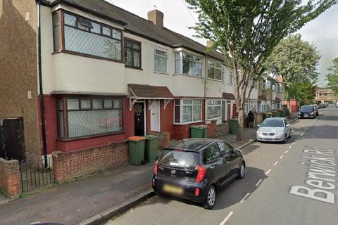 4 bedroom terraced house to rent - Berwick Road, Canning Town, London, United Kingdom, E16 3DS