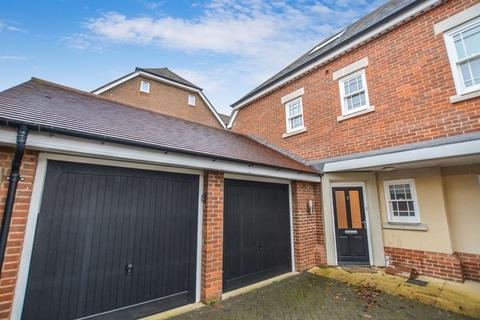 3 bedroom townhouse for sale - Beaconsfield