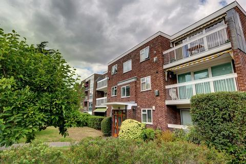 3 bedroom flat for sale - Orchard Road, Bickley, BR1