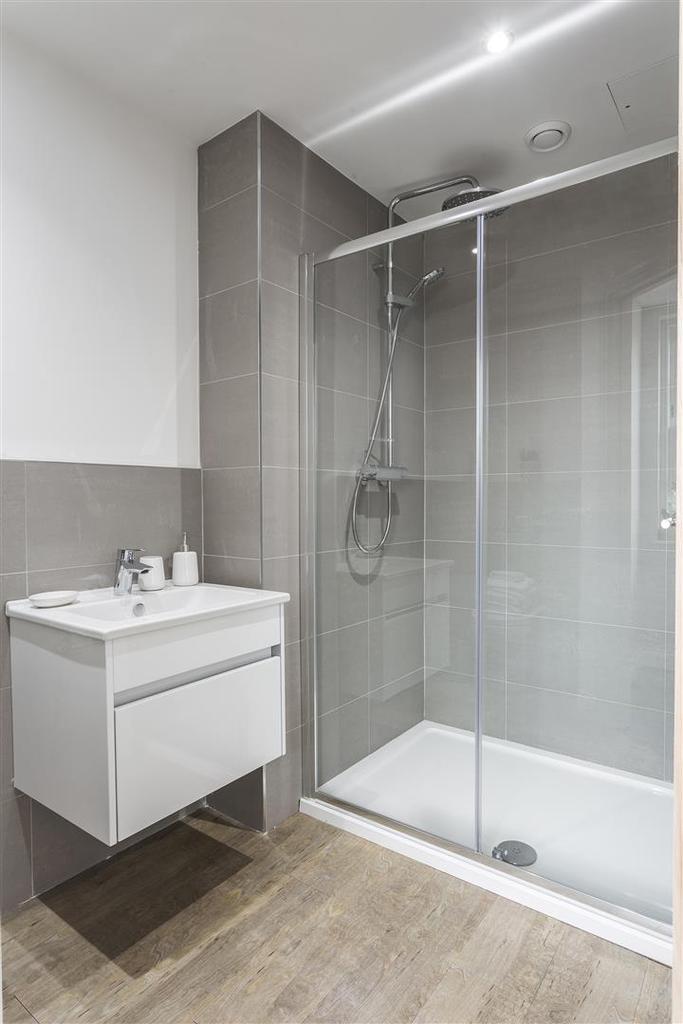 Contemporary En Suite Shower Room