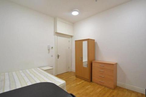Studio to rent - Uxbridge Road, Acton, London