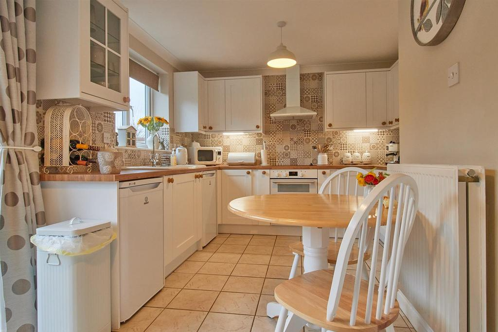 Refitted dining kitchen to rear