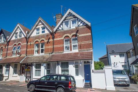 Studio to rent - Hyde Road, Eastbourne