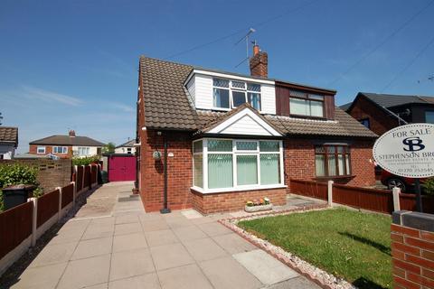 3 bedroom semi-detached house for sale - Cheltenham Crescent, Crewe