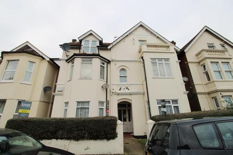 Studio to rent - Cecil Road, Bournemouth BH5