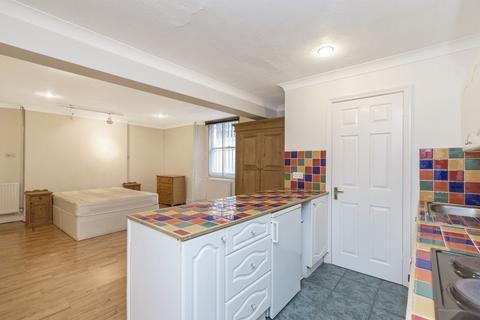 Studio to rent - Gloucester Place, Marylebone