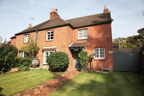 3 bedroom semi-detached house to rent - Woodcote Road, Caversham, Reading, Berkshire, RG4