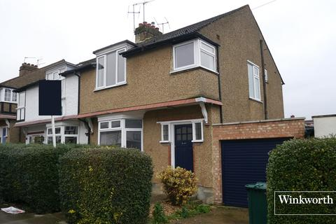 3 bedroom semi-detached house - Cedar Lawn Avenue, Barnet, EN5