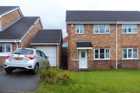 3 bedroom semi-detached house for sale - Greenfields, Heckmondwike, West Yorkshire. WF16 9HG
