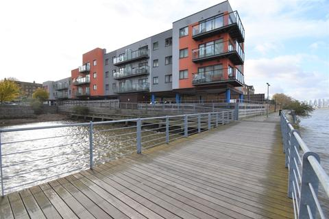 2 bedroom flat for sale - Mast Quay London SE18