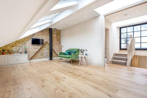 2 bedroom flat for sale - Devereux Road, Battersea