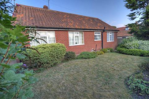 2 bedroom detached bungalow for sale - Seagate, Sewerby, Bridlington, YO15 1ES