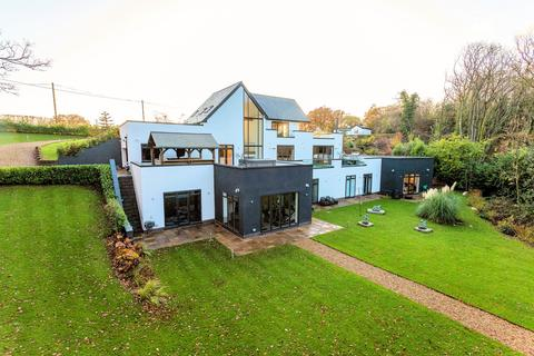 5 bedroom detached house for sale - Shrigley Road South, Poynton