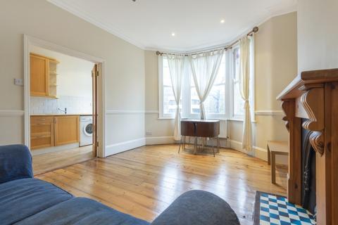 2 bedroom flat to rent - Poynders Road Clapham SW4