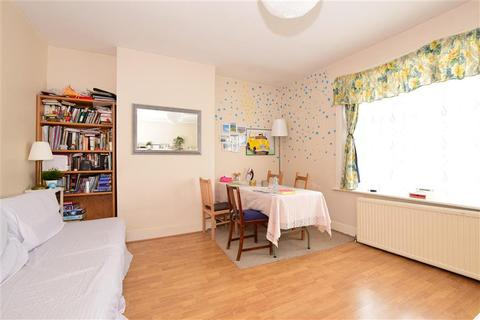 2 bedroom flat for sale - Perth Road, London