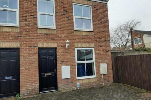 3 bedroom end of terrace house for sale - Arnold Mews, Kingston upon Hull, HU9 3LL