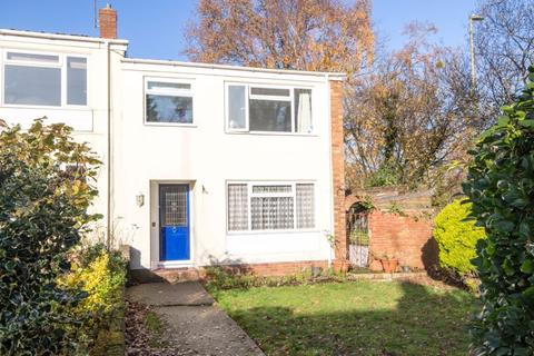 3 bedroom end of terrace house to rent - Hounsdown