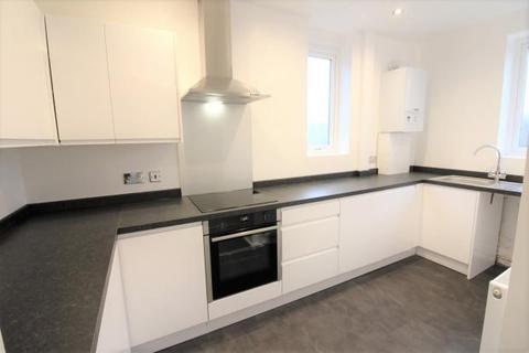 2 bedroom maisonette to rent - Hallside Road EN1