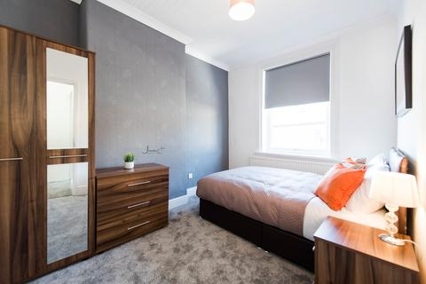 4 bedroom house share to rent - Ridge Hill Lane, Stalybridge,