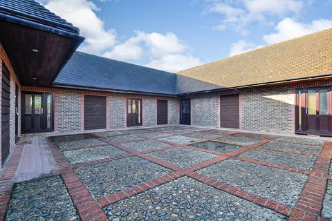 Studio to rent - Pondwood Lane, White Waltham, Maidenhead, SL6