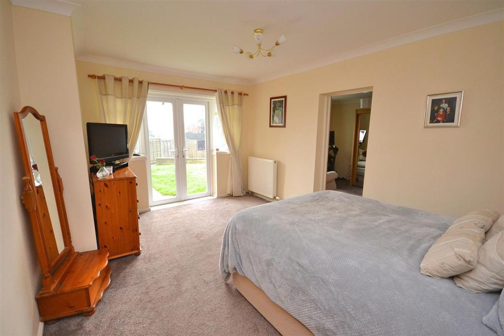 Master Bedroom (10).jpg