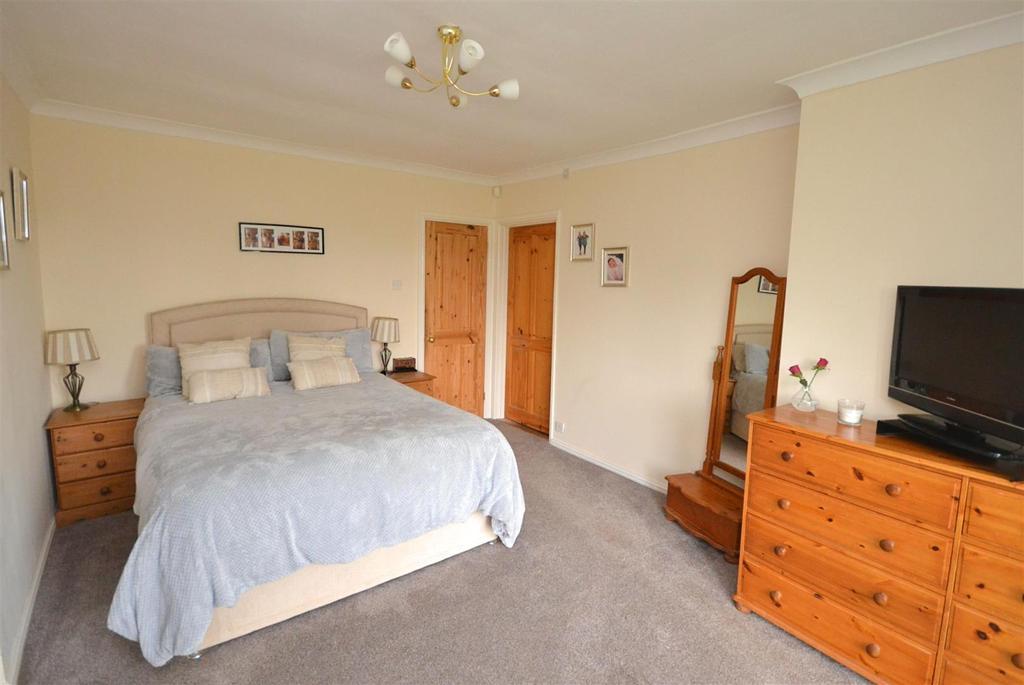 Master Bedroom 1 (6).jpg