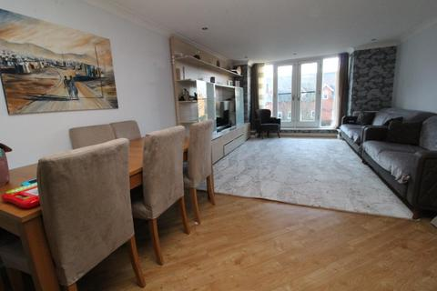 2 bedroom apartment for sale - Cornsland Close, Upminster, Essex, RM14