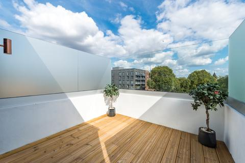 3 bedroom flat for sale - Strathblaine Road, Battersea, London, SW11