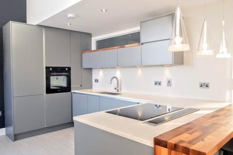 2 bedroom apartment to rent - WHITEHALL WATERFRONT, RIVERSIDE WAY, LS1 4EG