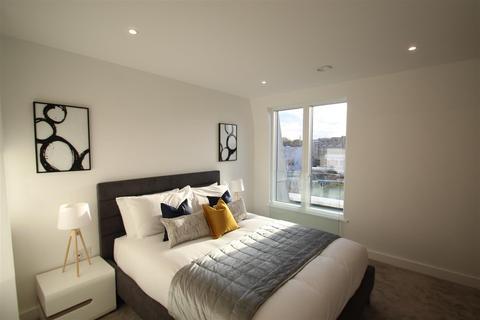3 bedroom apartment to rent - Atelier Apartments W14