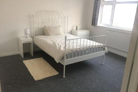 5 bedroom house share to rent - Spacious Double Room to Rent in Shared House Lavender Avenue, Mitcham