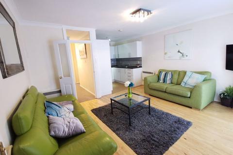 2 bedroom flat to rent - Green Road, London