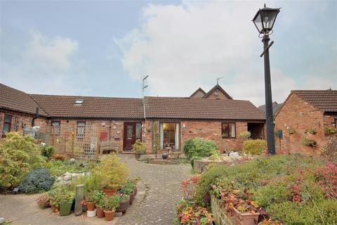 2 bedroom semi-detached bungalow for sale - Grange Farm Mews, Main Street, Willerby