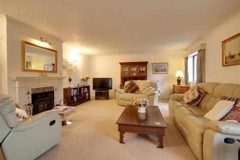 2 bedroom semi-detached bungalow - Grange Farm Mews, Main Street, Willerby