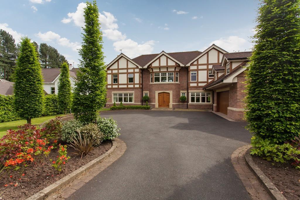 5 Bedrooms Detached House for sale in Heybridge Lane, Prestbury