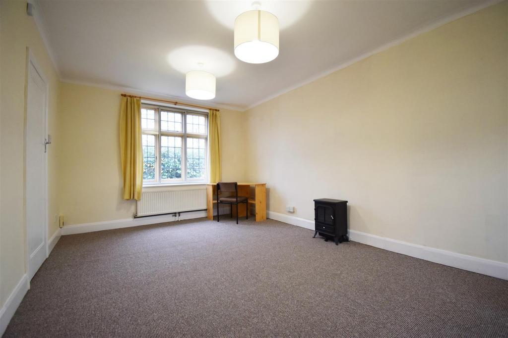 Living Room (5) e.jpg
