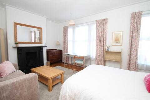 1 bedroom house share to rent - Hardwicke Road, London