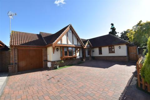 3 bedroom detached bungalow for sale - Gloucester Avenue, Rayleigh