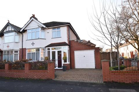 3 bedroom semi-detached house for sale - Oldfield Road, Sale, M33
