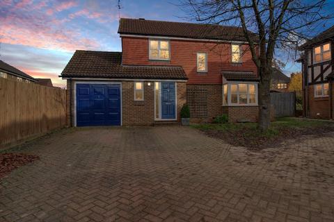 3 bedroom detached house for sale - Trefoil Close, Wokingham