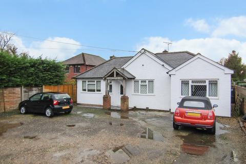 4 bedroom detached bungalow for sale - Bromley Green Road, Ruckinge, Ashford