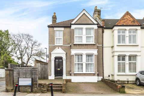3 bedroom end of terrace house for sale - Hazelbank Road London SE6
