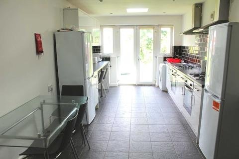 6 bedroom house share to rent - Tootal Grove, Manchester
