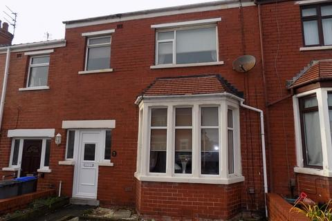 3 bedroom terraced house to rent - 41 Boardman Avenue, Blackpool  FY1 6QD