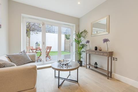 2 bedroom flat for sale - Southwell Road Camberwell SE5
