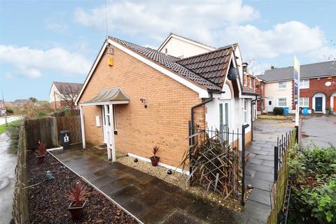 2 bedroom bungalow for sale - Ellerbeck Court, Hull, East Yorkshire, HU8