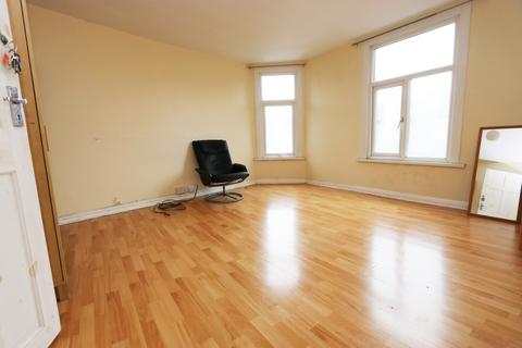 1 bedroom flat share to rent - East Street, SE17